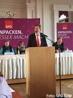 BM Schilling begrüßt die Mitglieder des Parteitages in Bad Zwischenahn Foto: SPD-BWZ